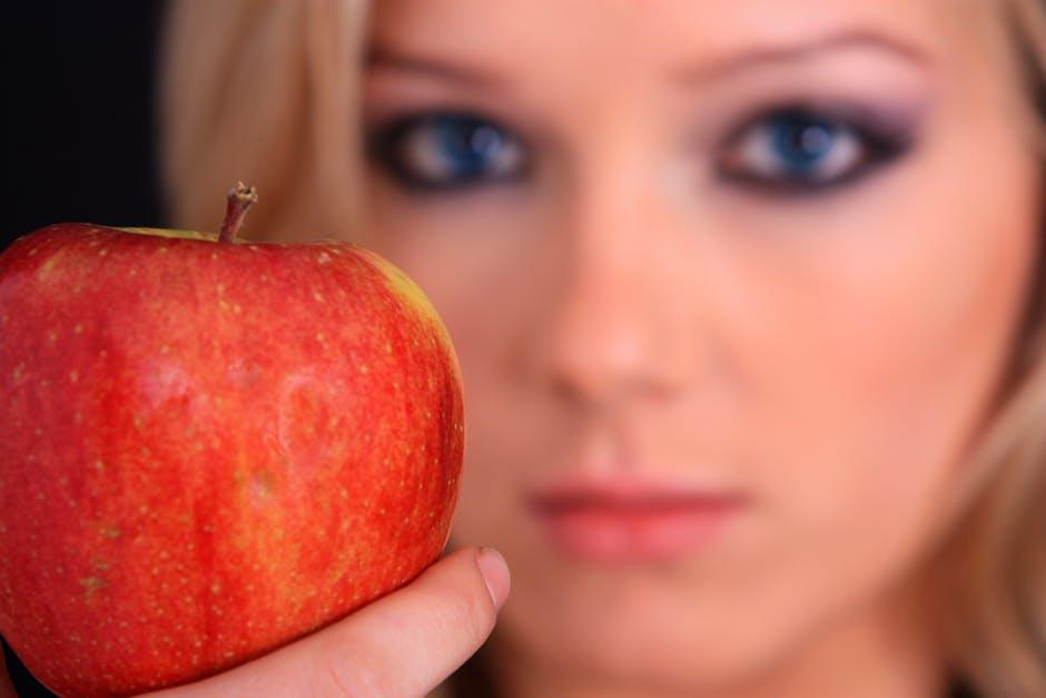Salute degli occhi - donna che regge una mela &quot;width =&quot; 550 &quot;height =&quot; 367 &quot;/&gt;</a></p><p><span style=